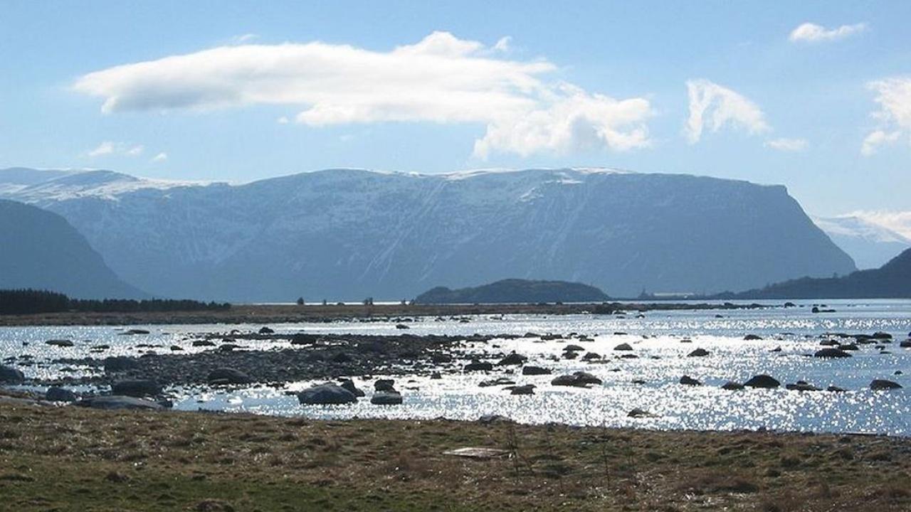 Makkevika, Giske: Source: http://www.flickr.com/photos/sunrise/7677604/