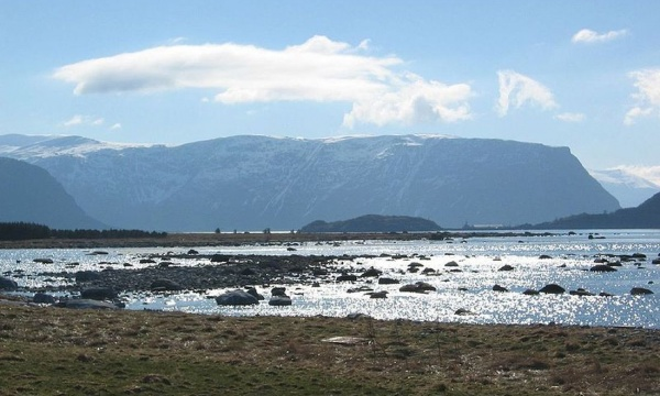 Makkevika, Giske: Source: http://www.flickr.com/photos/sunrise/7677604/