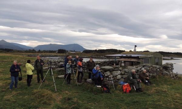 12 fornøyde deltagere på Maletangen, i alder fra 9 til over 80 år. Foto: Olbjørn Kvernberg.